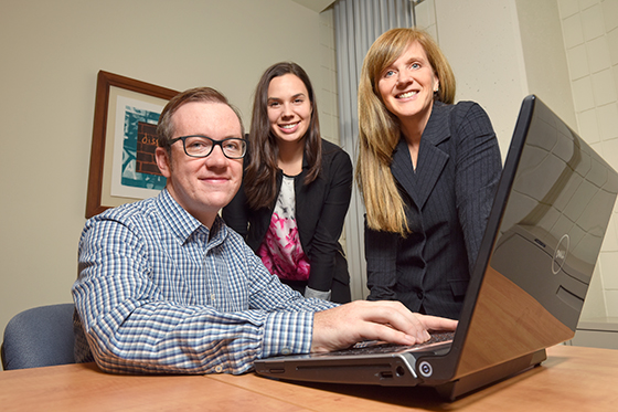 (l to r) Clinical psychology students Michael Edmonds and Joelle Soucy working with Dr. Heather Hadjistavropoulos in the Online Therapy Unit at the U of R.