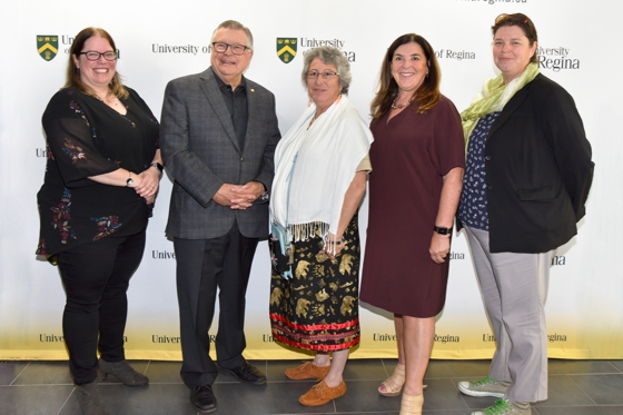 (l to r) Andrea Kotlar-Livingston, Executive Director, FASD Network of Saskatchewan; The Honourable Ralph Goodale, Minister of Public Safety and Emergency Preparedness; Kokum Brenda Dubois, Knowledge Keeper;  Dr. Vianne Timmons, President and Vice-Chancellor; Dr. Michelle Stewart, associate professor in the Faculty of Arts